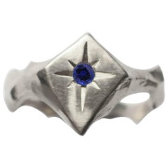 Signet Kite Shaped Star Engraved 14 Karat White Gold Blue Sapphire Ring