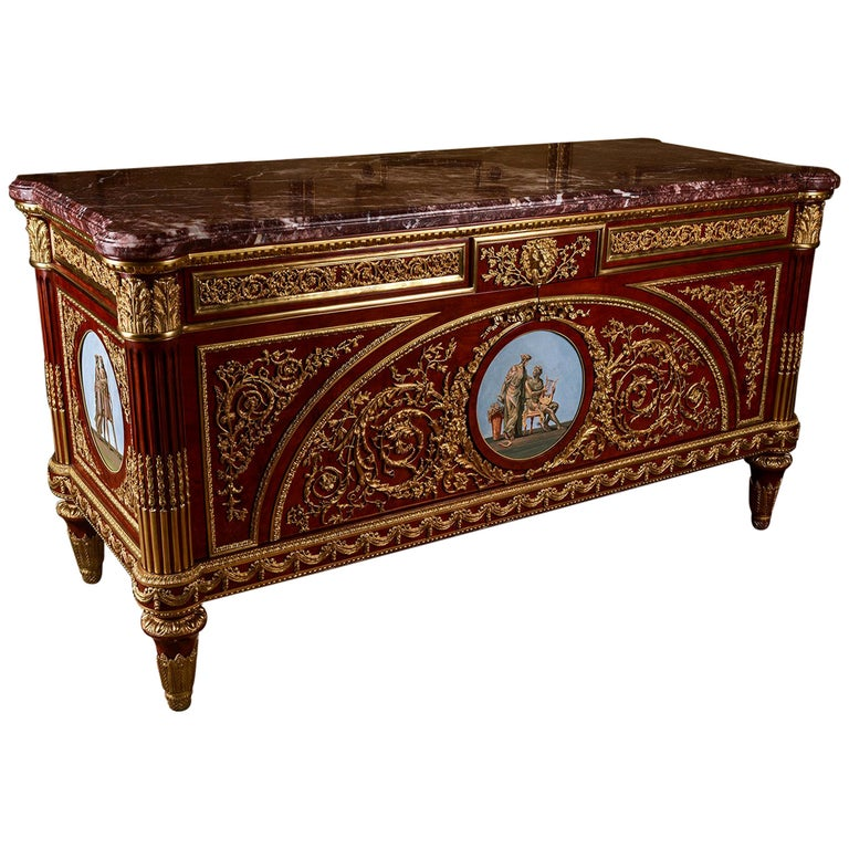 Significant Commode in the Style of Louis XV For Sale