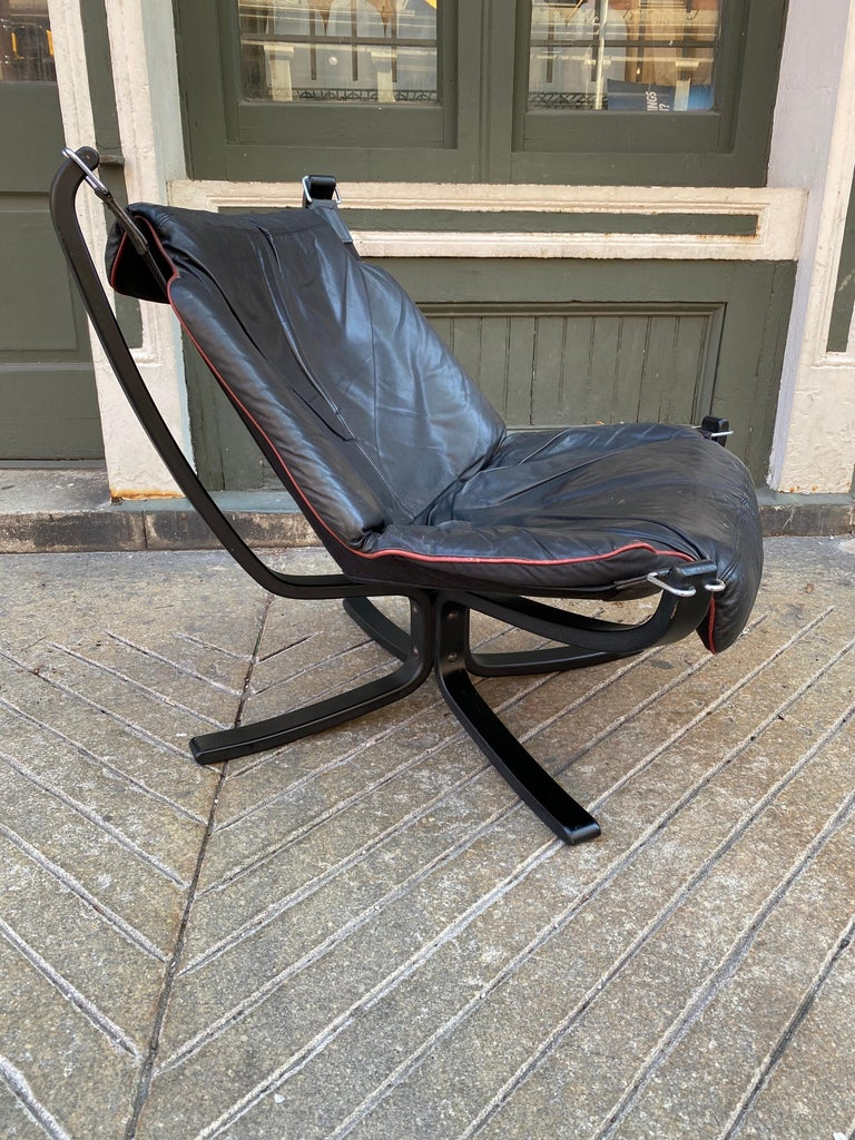Sigurd Ressell Vatne Falcon leather lounge chair. Wood frame holds a canvas sling, very comfortable! Leather in very nice original condition, showing minimal wear.