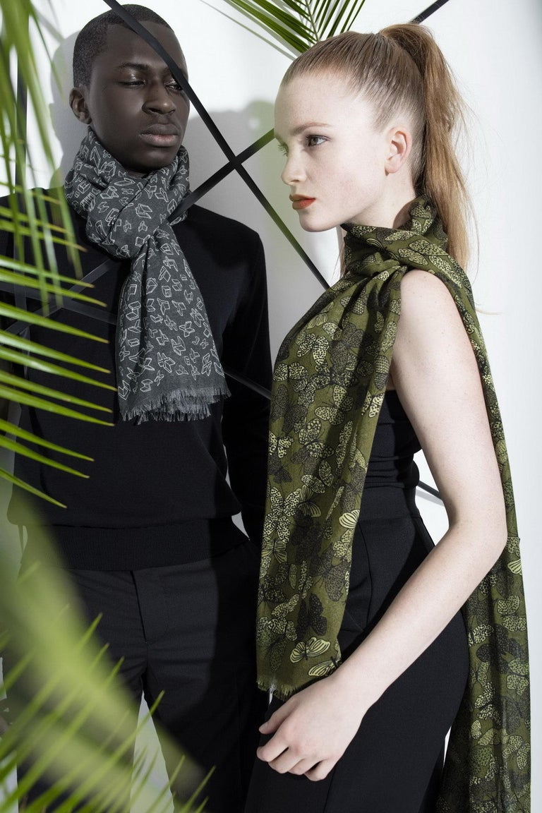 Modern Silk and Wool Unisex Scarf, Gray with Geometric Drawings, Made in Italy For Sale