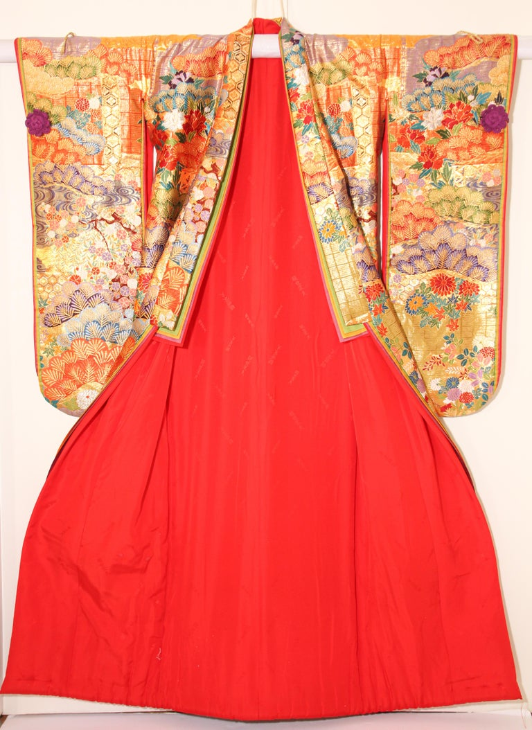 Silk Brocade Japanese Ceremonial Wedding Kimono For Sale 5