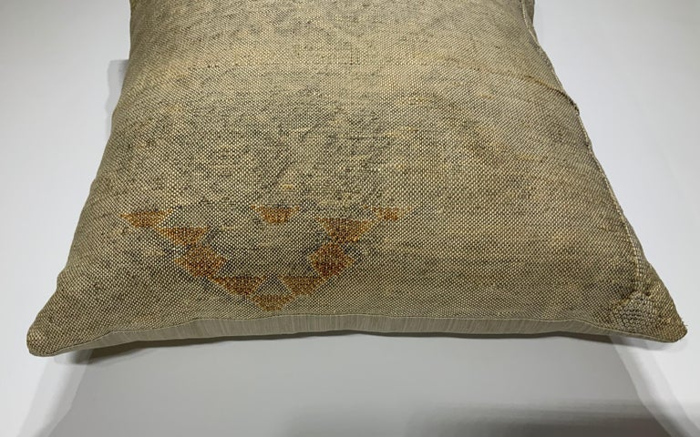 Silk Cactus Pillow In Excellent Condition For Sale In Delray Beach, FL