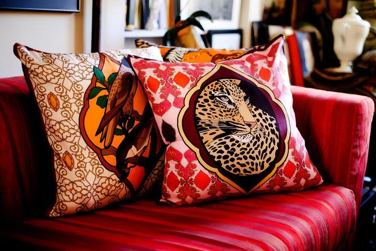 Silk Falcon Arabesque Pillow In New Condition For Sale In ROCCAVIVARA CB, IT