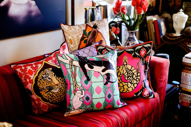 Silk Panther Arabesque Pillow In New Condition For Sale In ROCCAVIVARA CB, IT