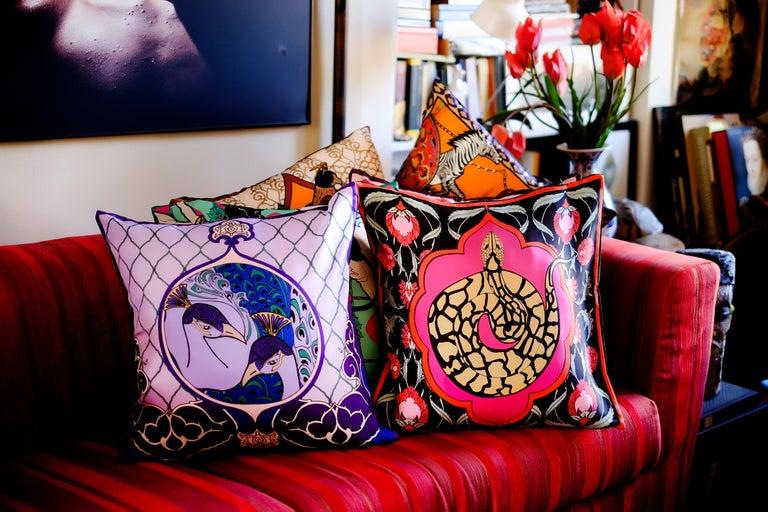 Silk Peacock Arabesque Pillow In New Condition For Sale In ROCCAVIVARA CB, IT