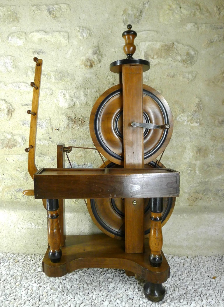 Walnut Silk Spinning Wheel, 18th Century For Sale
