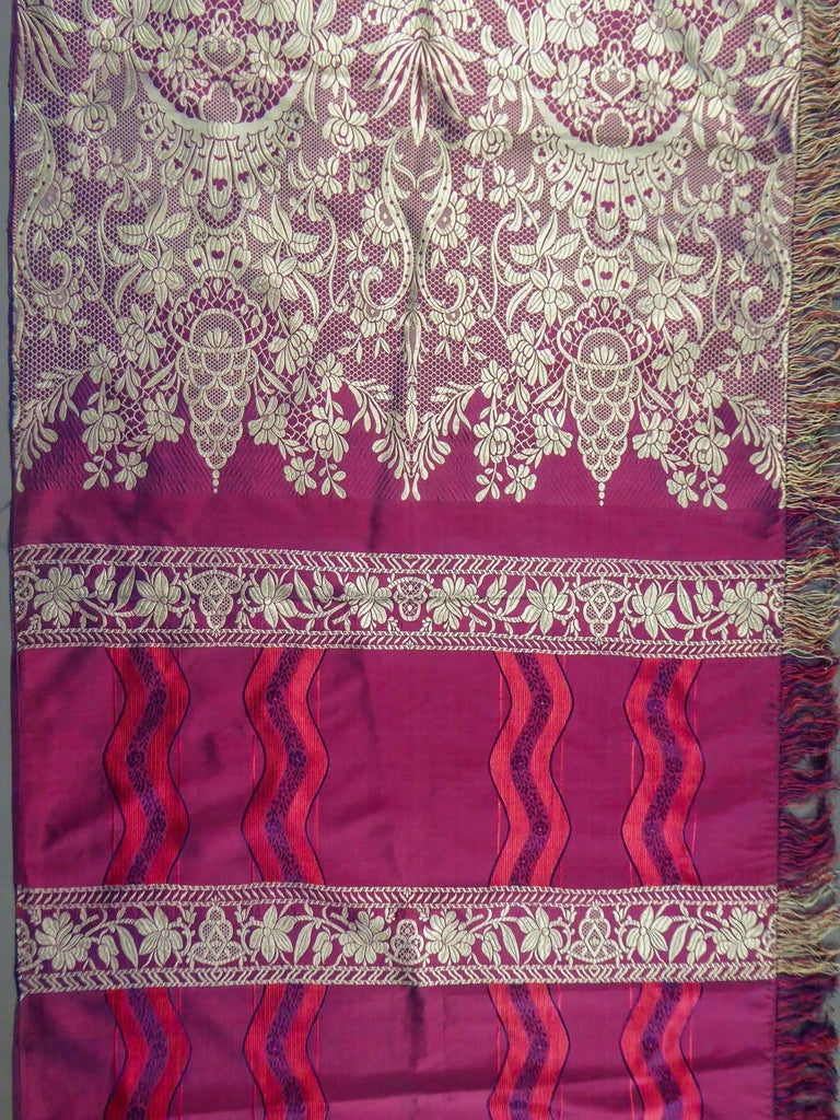 19th century Silk Stole With Lace design, Lyon France   In Excellent Condition For Sale In Toulon, FR
