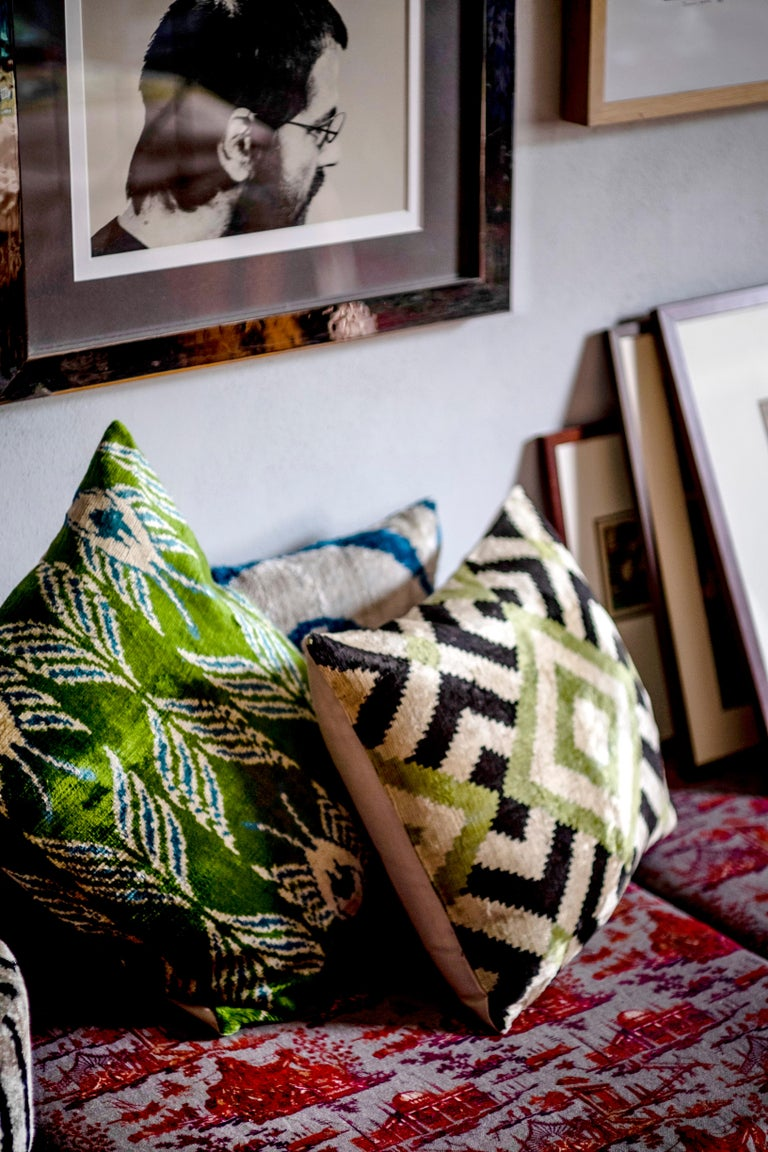 The softness of velvet and the brightness of silk join in this wonderful cushion inspired by the graphic and patterns of Mediterranean and ottoman style   Front side silk velvet Back side silk ikat.