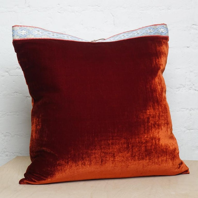 Silk Velvet Throw Pillow Rust In New Condition For Sale In New York, NY
