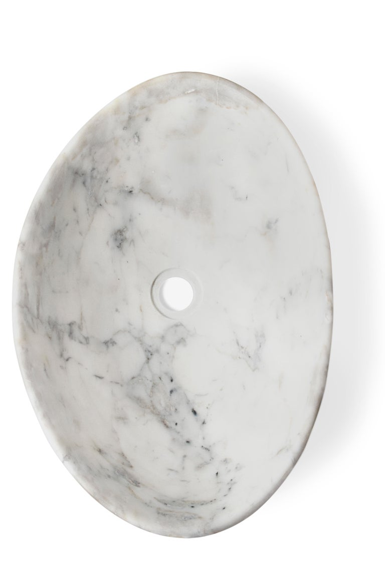 Silk Vessel Sink with Carrara Marble In New Condition For Sale In New York, NY