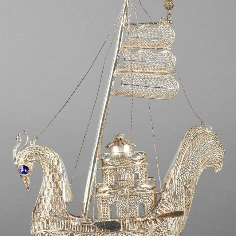 Silver Filigree Peacock with Gemstones, First Half of the 20th Century In Good Condition For Sale In Roma, IT