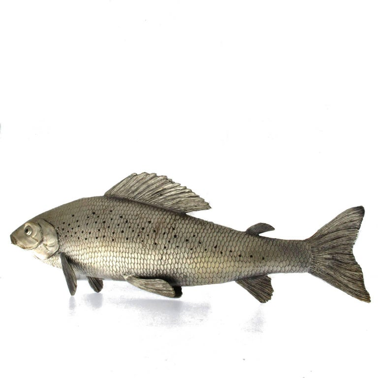 Silver Fish Grayling Sculpture In As New Condition For Sale In Milan, IT