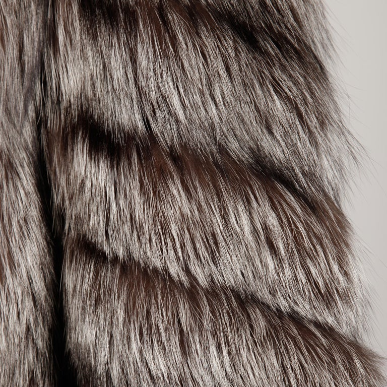 Silver Fox Fur Coat In Excellent Condition For Sale In Sparks, NV