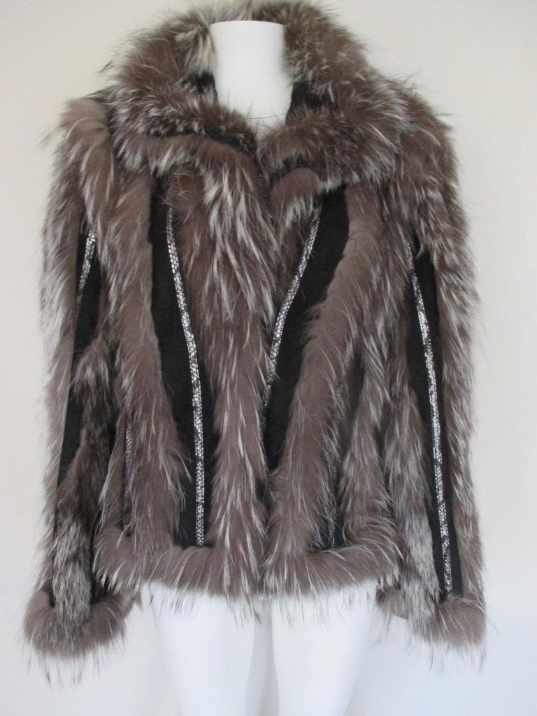 This vintage jacket has 2 pockets, 3 leather buttons closure. The material of the jacket is black leather suede, snake details, silver fox fur and is light to wear. It has a nice embroidered back. Labeled an EU size 38, we estimate this jacket to