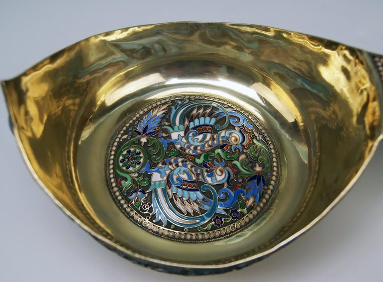 Silver Gilt Cloisonné Kovsh Beak-Spouted Russian Empire Moscow, circa 1882-1898 In Excellent Condition For Sale In Vienna, AT