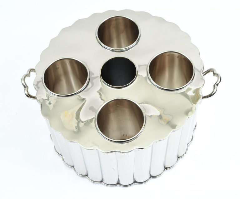 Silver Plate Barware / Tableware Four Bottles Holder with Handles In Excellent Condition For Sale In Hudson, NY