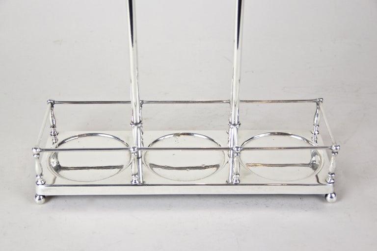 Silver Plated Three Glass Bottle Tantalus Lockable, Austria, circa 1890 7