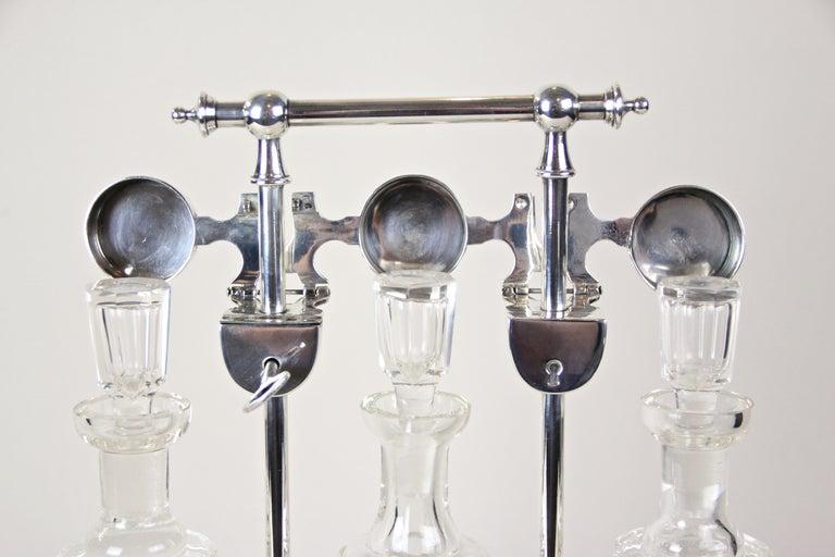 Silver Plated Three Glass Bottle Tantalus Lockable, Austria, circa 1890 In Good Condition In Lichtenberg, AT