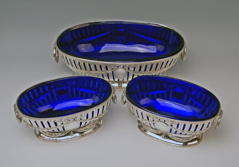Silver set of three oblong bowls / centrepieces with original cobalt blue glass liners. Art Nouveau / made circa 1900-1905  Stunningly manufactured set of three silver bowls: One of large dimension, the other two of smaller size / they have