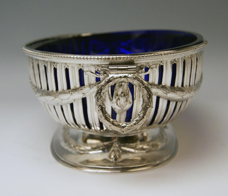 Silver Set Three Bowls Cobalt Blue Glass Liners Master Bubeniczek Vienna ca.1900 In Good Condition For Sale In Vienna, AT