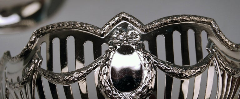 Early 20th Century Silver Vienna Pair of Fruitbowls Centrepieces Art Nouveau by Ferdinand Vogl 1914