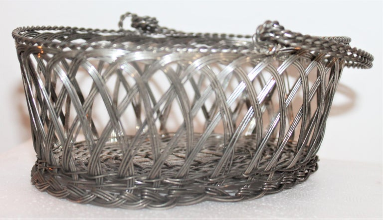 Silver Wire Handled Basket In Good Condition For Sale In Los Angeles, CA