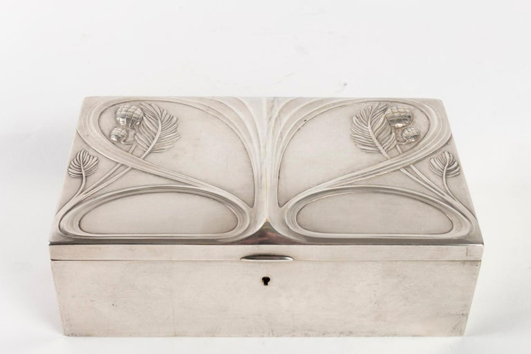 Silvered Metal Art Nouveau Period Box, Satin Furnished Interior, 1910 In Good Condition For Sale In Saint-Ouen, FR