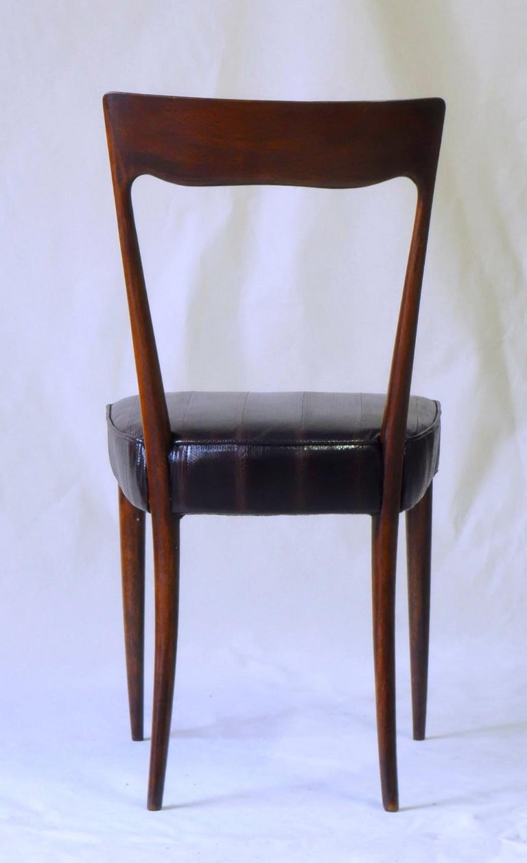 Silvio Cavatorta Four Dining Chairs, Fully Restored, Mahogany and Snake Leather For Sale 1