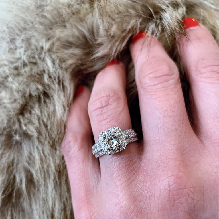 Simon G White Gold 1.39 Carat Round Diamond Vintage Engagement Ring In Excellent Condition For Sale In Columbia, MO