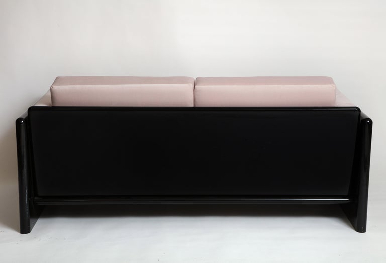 Simon Gavina Black Lacquer Sofa Sette Pink Velvet, Italy, 1970s In Good Condition For Sale In New York, NY