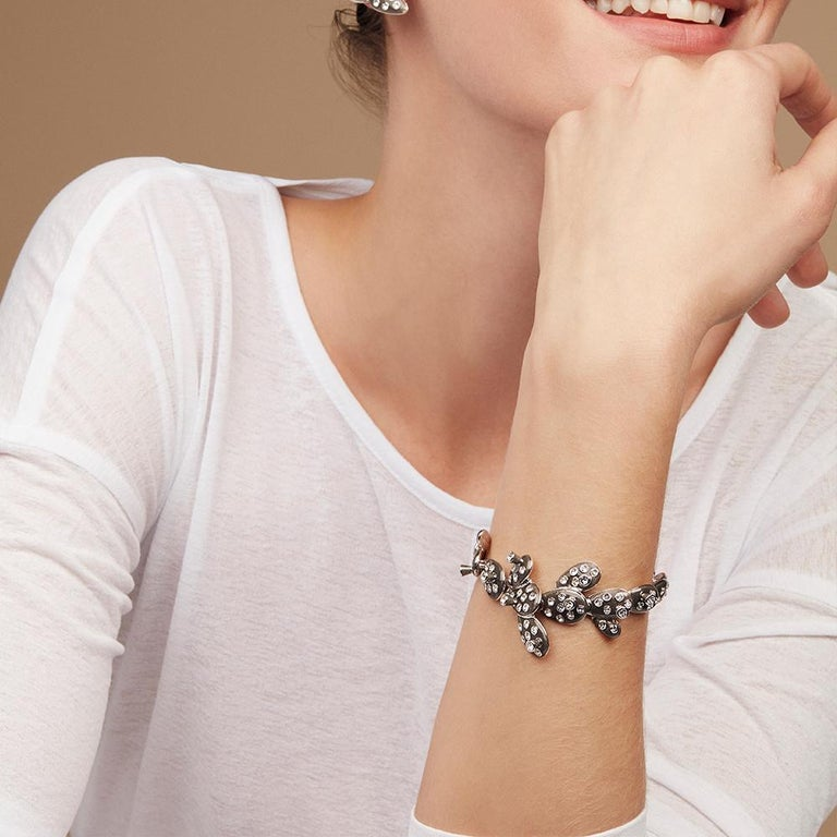This articulate bracelet is beautiful like the Opuntia it is inspired by but safe to touch with its Swarovski® crystal detailing and smooth transparent black enamelling. This collection conveys the unique spirit of Frida, whilst celebrating the