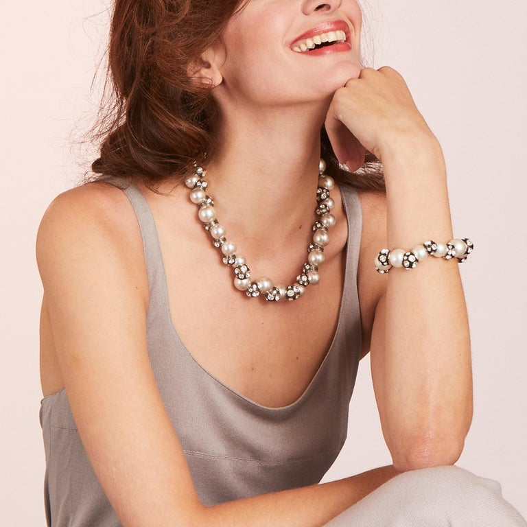 A fusion of alternating pearls and bespoke metal beads, each section of the necklace freely rotates creating new shapes and alignments. The gentle lustre of the pearls illuminates the skin and bathes the wearer in a warm glow. The crystal details