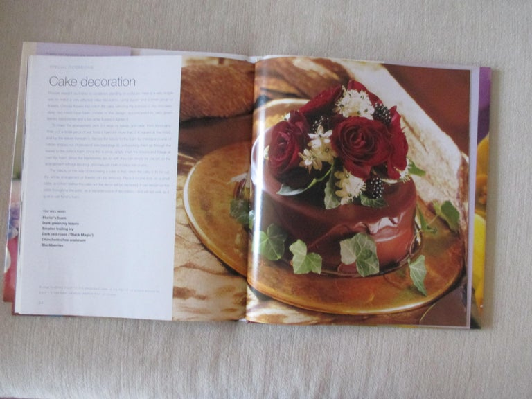 Simply Stylish Flowers Hardcover Book In Good Condition For Sale In Wilton Manors, FL