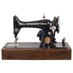 Singer Sewing Machine in Original Case and Key/Bakelite Handle, 1920s