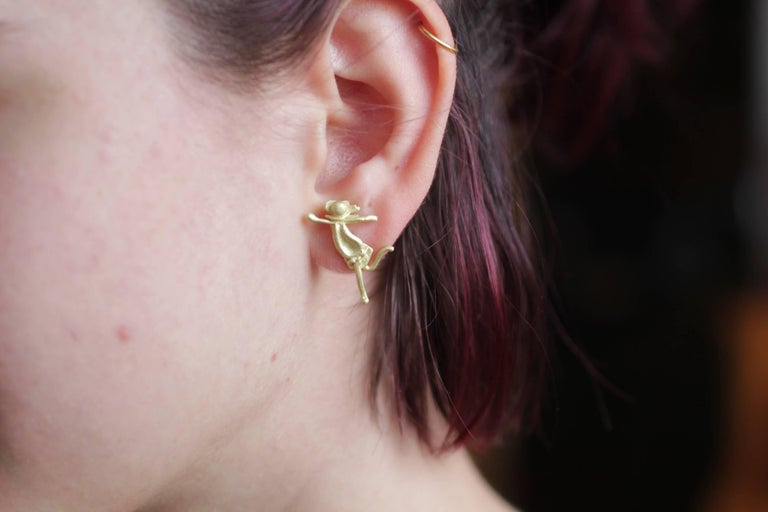 Contemporary Single 18 Karat Gold Stud Figurine Earring Minimalist Dynamic Modern Sculpture For Sale