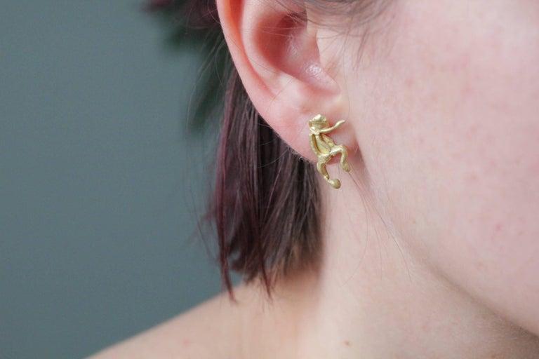 Women's or Men's Single 18 Karat Gold Stud Figurine Earring Minimalist Dynamic Modern Sculpture For Sale
