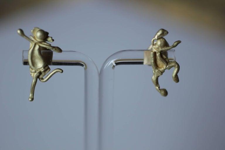 Single 18 Karat Gold Stud Figurine Earring Minimalist Dynamic Modern Sculpture For Sale 3