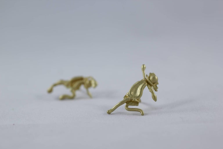 Single 18 Karat Gold Stud Figurine Earring Minimalist Dynamic Modern Sculpture For Sale 4
