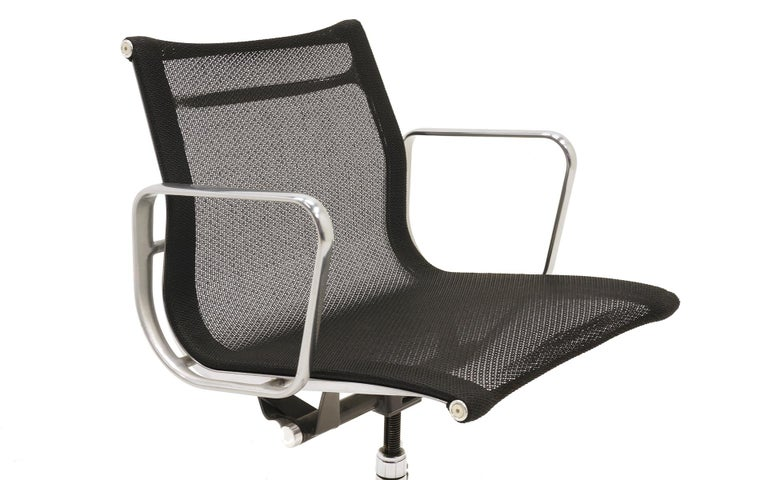 Contemporary Single Aluminum Group Desk Chair, Black Mesh, by Charles and Ray Eames For Sale