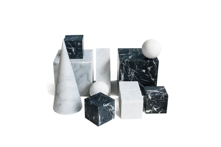 Single Big Bookend in White Carrara Marble with Triangular Shape For Sale 3