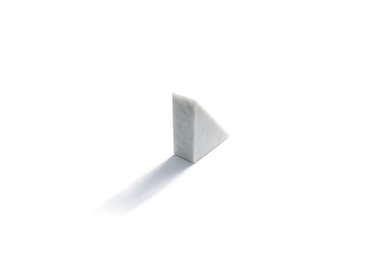 Single Big Bookend in White Carrara Marble with Triangular Shape In New Condition For Sale In Carrara, IT