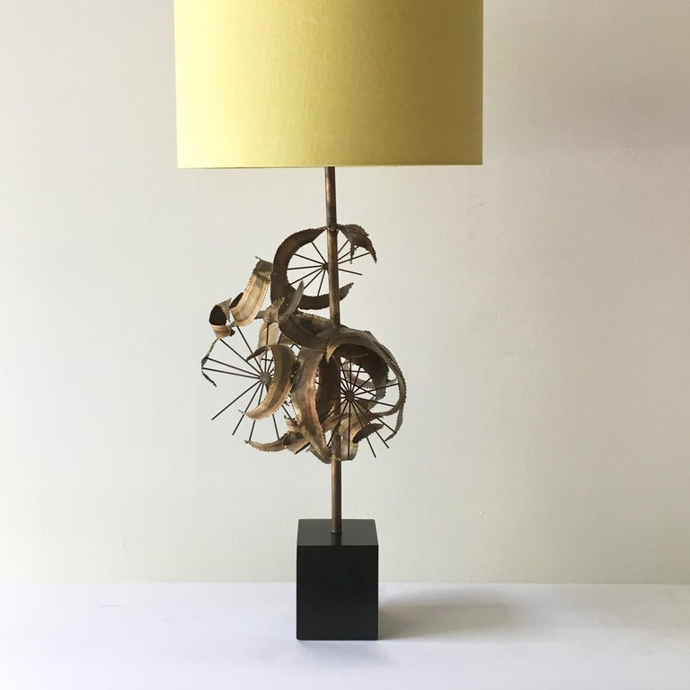 Single Brutalist Curtis Jere Attributed Metal Table Lamp, 1970s In Good Condition For Sale In London, GB