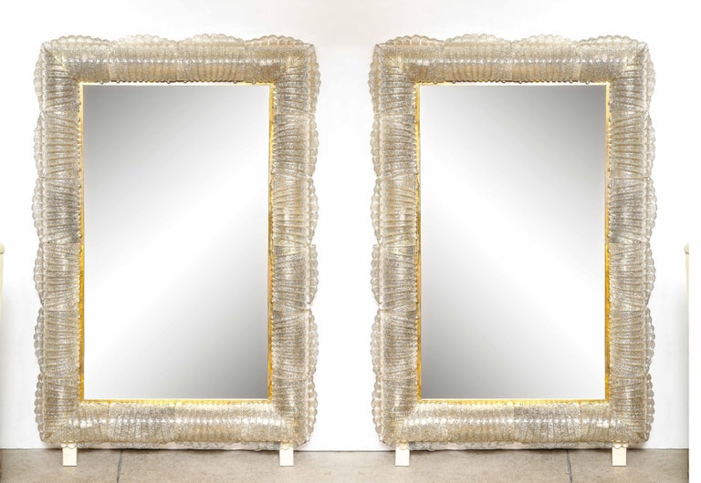 Single Textured Light Smoke Taupe Murano Glass and Brass Mirror, Lighted, Italy For Sale 2