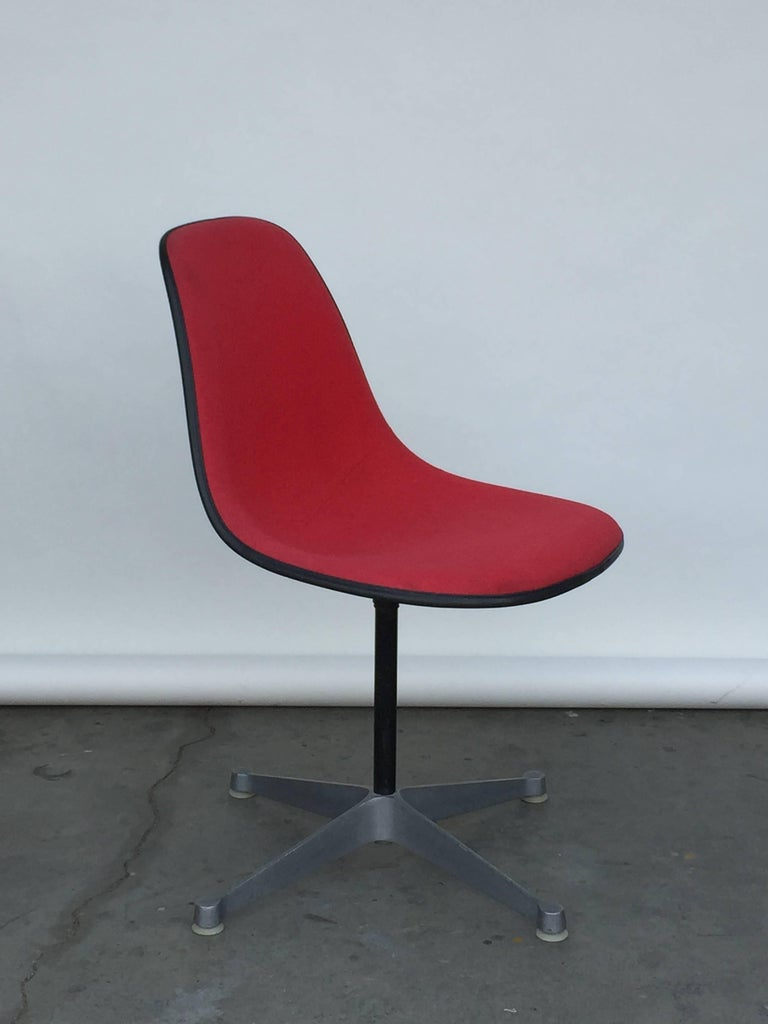 Mid-Century Modern Single Vintage Fabric Contractor Base Eames Swiveling Chair For Sale
