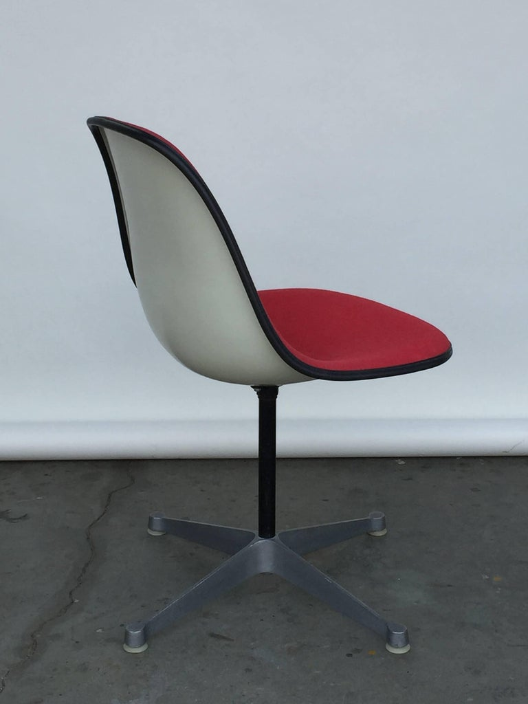 American Single Vintage Fabric Contractor Base Eames Swiveling Chair For Sale