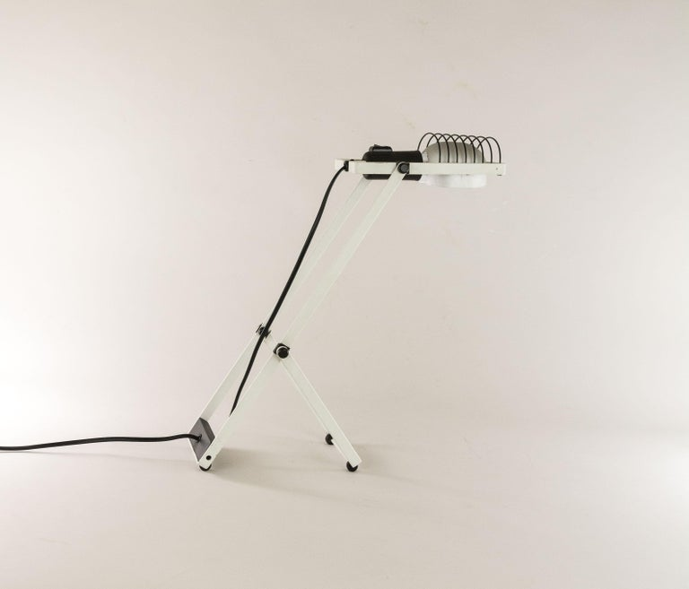 Mid-Century Modern Sintesi Table Lamp in Black and White by Ernesto Gismondi for Artemide, 1970s For Sale
