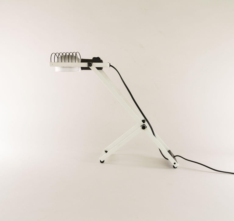 Lacquered Sintesi Table Lamp in Black and White by Ernesto Gismondi for Artemide, 1970s For Sale