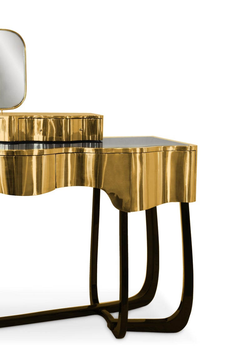 Portuguese Sinuous Dressing Table with High Gloss Black Lacquered Structure For Sale