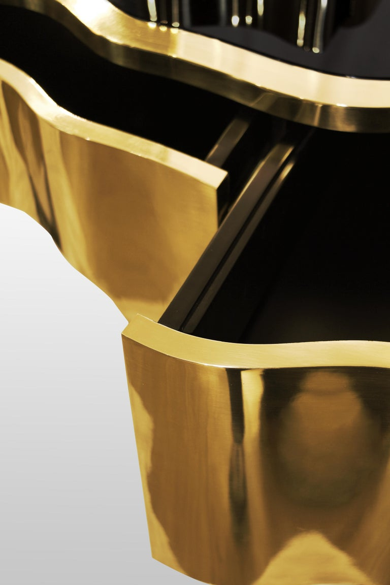 Contemporary Sinuous Dressing Table with High Gloss Black Lacquered Structure For Sale