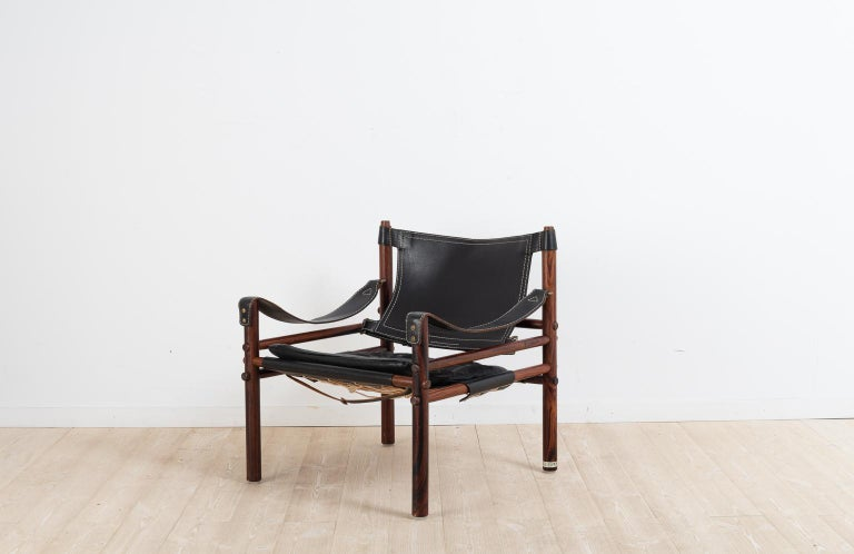 Sirocco safari chair designed by Arne Norell. The chair was manufactured by Norell Furniture during the second half of the 20th century. The original makers mark is available and seen on the pictures, on one of the back legs. The frame is